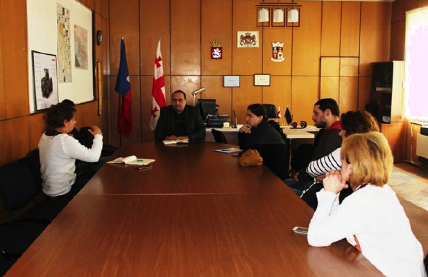 Meeting the mayor of the Dedoplistako district to discuss solutions and extract valuable data